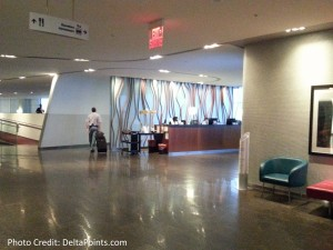 toronto air canada maple leaf lounge yyz delta points blog - entrance
