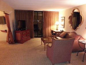 westin lake las vegas suite living room delta points blog