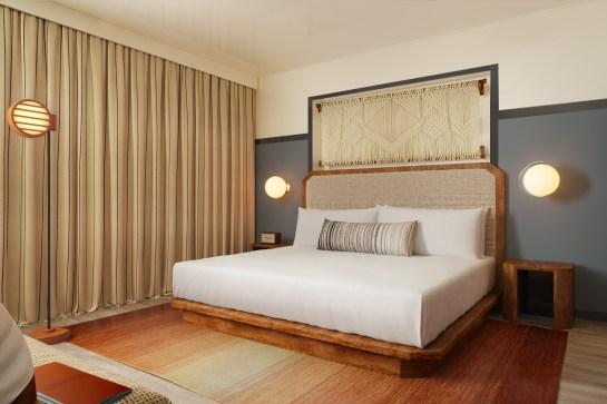 1461236130-Kayak Miami Beach_Standard King Guestroom