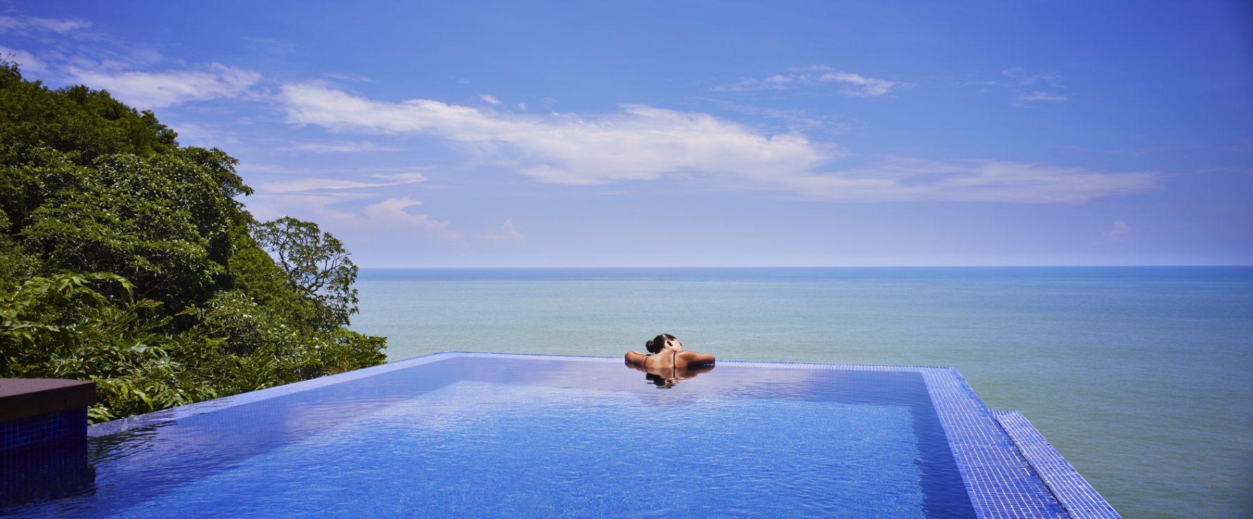 Vista de una infinity pool en el Banyan Tree Cabo Marqués, Acapulco