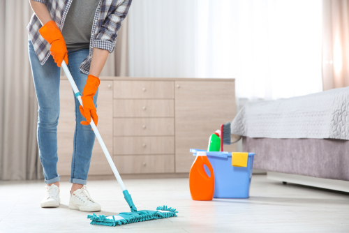 What is the fastest way to clean a dirty house