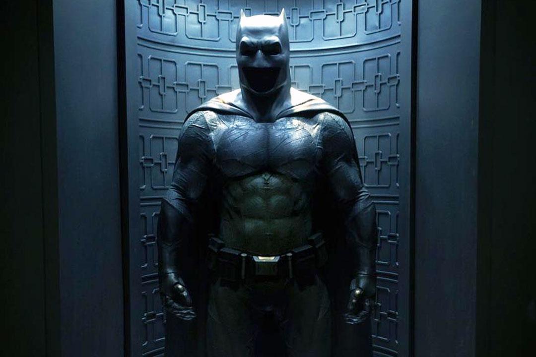 https://i0.wp.com/deluxevideoonline.org/wp-content/uploads/2015/04/batman-vs-superman-costume-full-pic.jpg