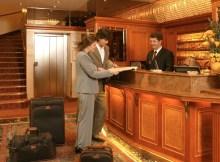 Recepcionista Hotel 4 *