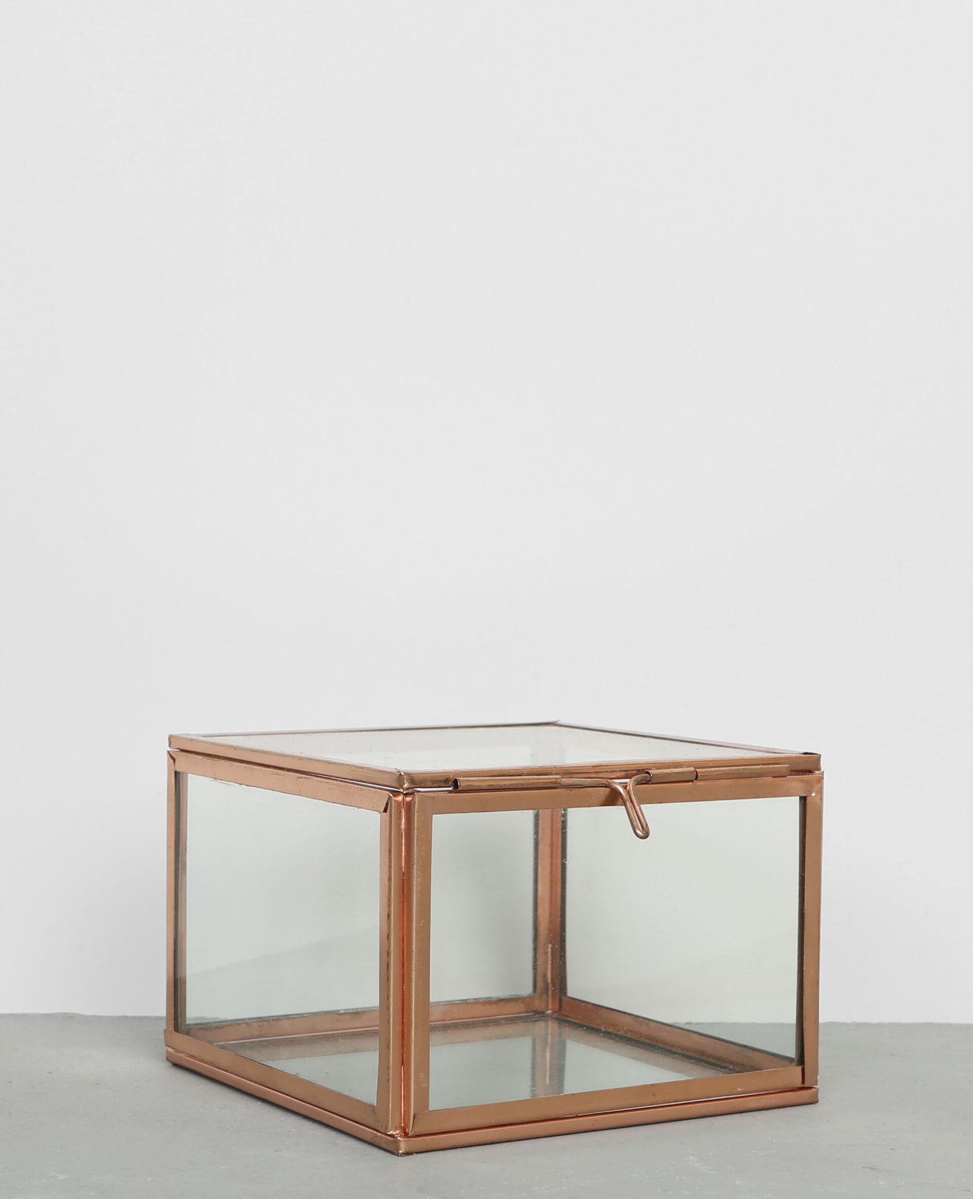 Boîte en verre et métal cuivré
