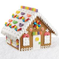Cozy Candy Gingerbread House | Wilton