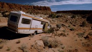 Walt y Jesse cocinan en una autocaravana escondidos en medio del desierto de Albuquerque