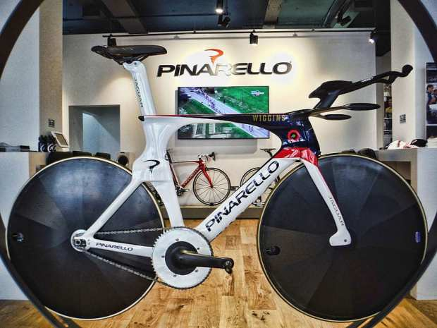 World_Hour_Record_Pinarello_(19657953744)