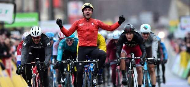 Colbrelli gana en la segunda etapa de la París - Niza