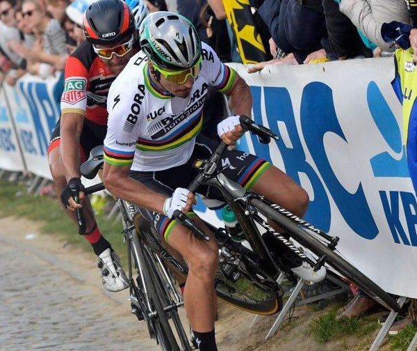 Caída de Sagan en el Tour de Flandes