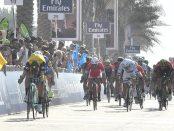 Groenewegen se impone en un día accidentado en el Dubai Tour