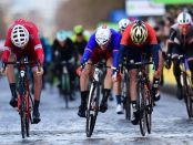 Arnaud Demare en el sprint de la primera etapa de la París - Niza