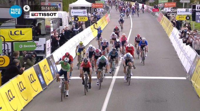 Sam Benett gana la quinta etapa de la París - Niza