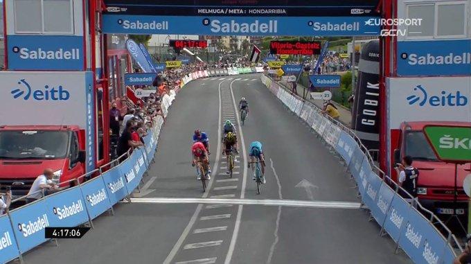 Ion Izagirre gana la cuarta etapa de la Vuelta al País Vasco