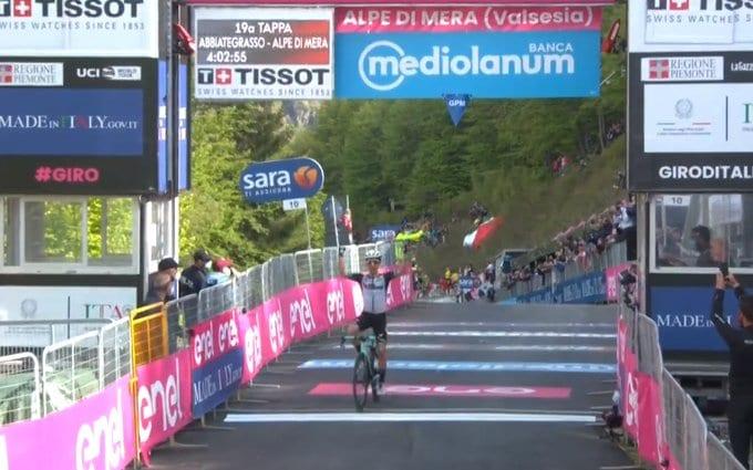 Simon Yates gana la 19ª etapa del Giro de Italia