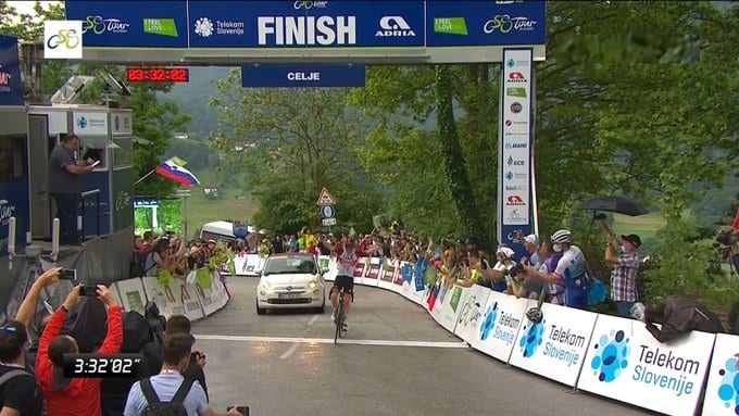 tadej POgacar gana la segunda etapa del TOur de Eslovenia