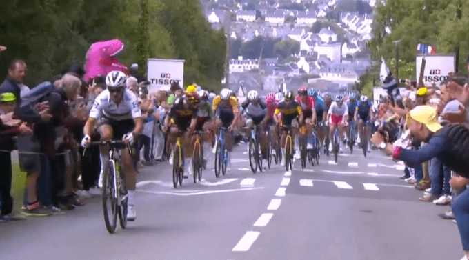 Julian Alaphilippe ataca en la primera etapa del Tour de Francia