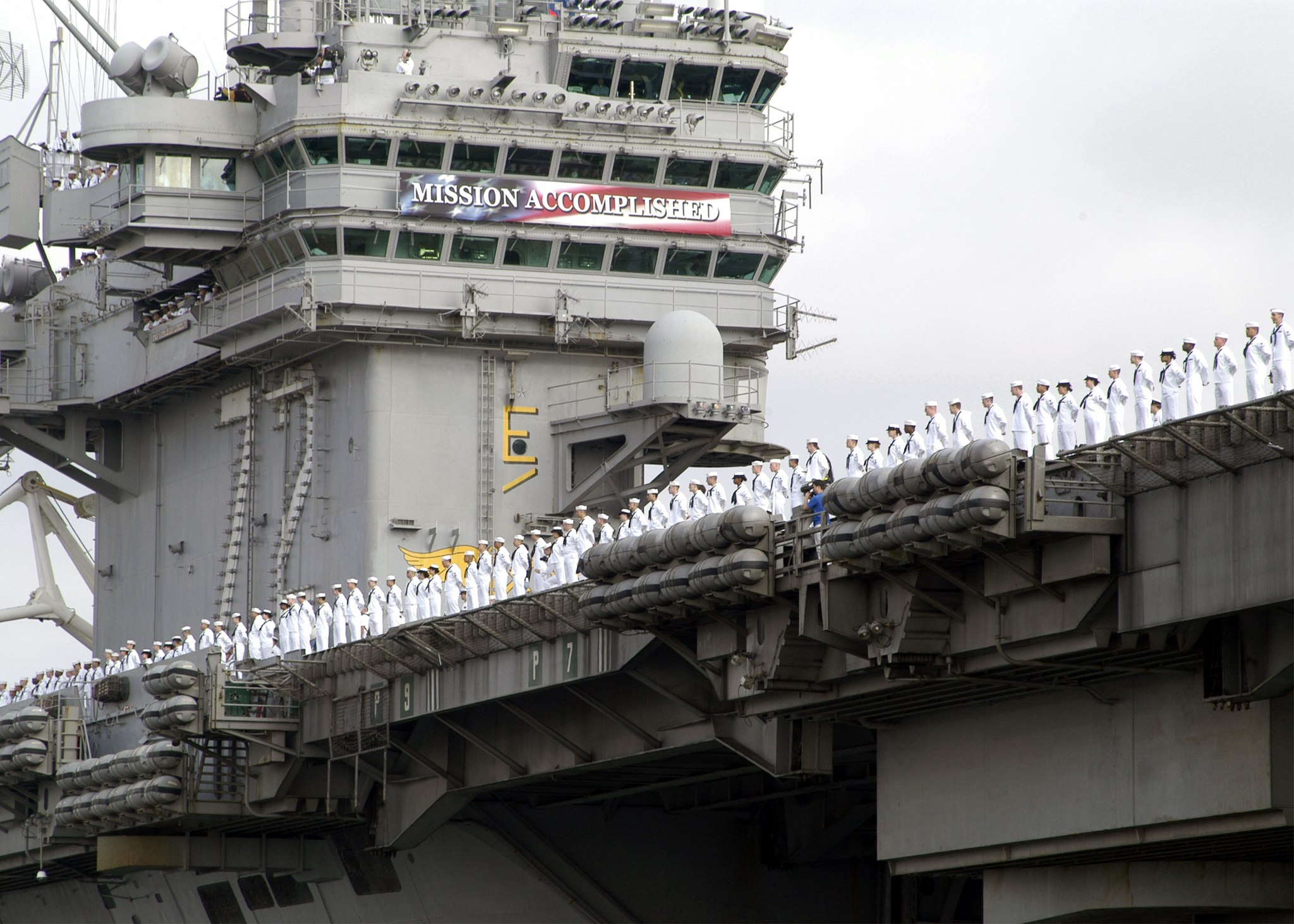 U.S. Navy photo by Photographer's Mate 3rd Class Juan E. Diaz. (RELEASED) [Public domain], via Wikimedia Commons