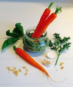 pesto van wortelloof en basilicum