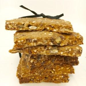 gezonde crackers met zaden uit eigen tuin