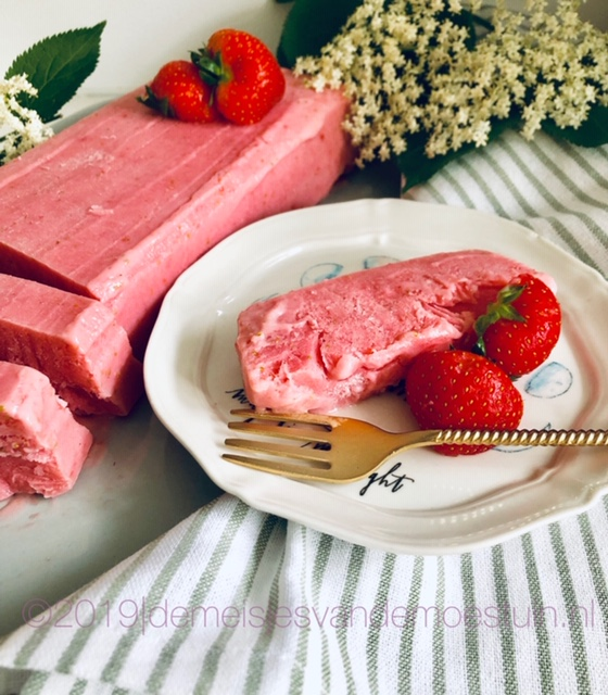 aardbeien - vlierbloesem yoghurtijs