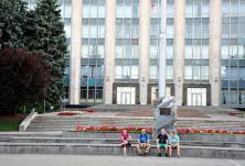 Clădirea Guvernului Republicii Moldova. Aici va fi amplasat un monument ridicat în memoria celor ce au suferit în timpul ocupației sovietice, victime ale comunismului