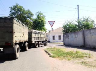 Convoi militar în zona portului