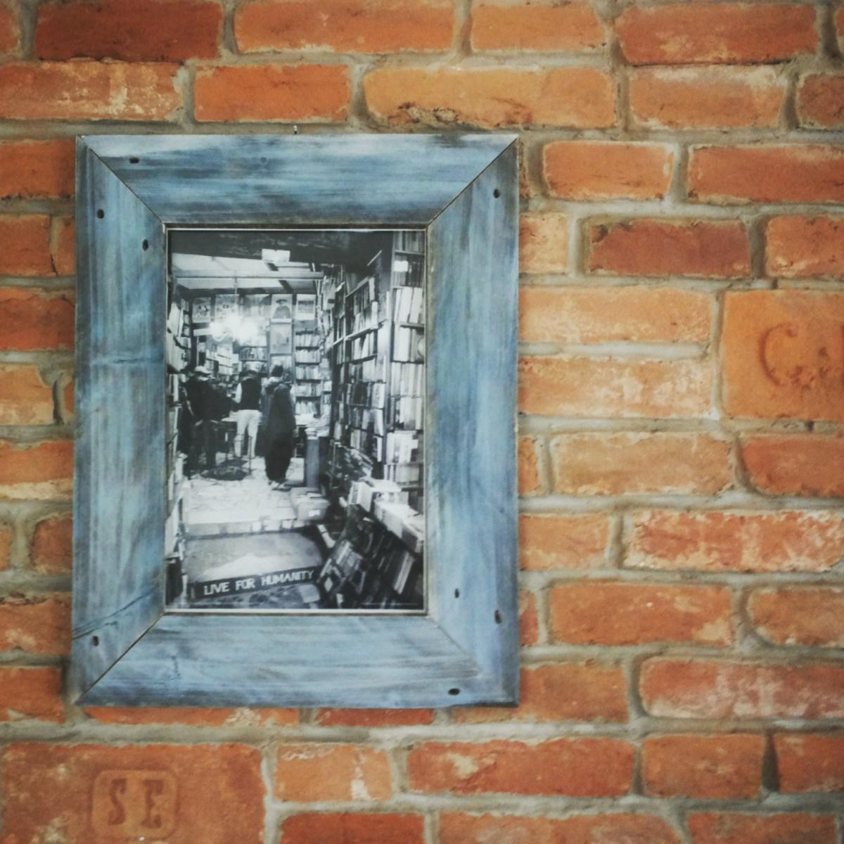 vintage bilderrahmen aus palettenholz ☆ cafe tel aviv, budapest