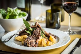 lamb-steak-and-roasted-potatoes-at-lavolpenera_13576039893_o