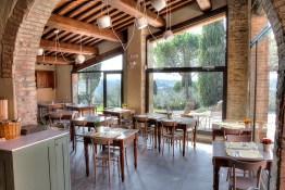 warm-atmosphere-la-volpenera-restaurant_23123941030_o