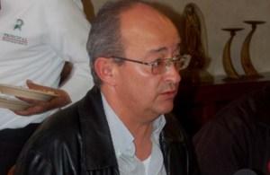 Ismael Ramos, convertido en moderno inquisidor inició la persecución de deudores de placas y hacer decomisos en clara violación a la ley.