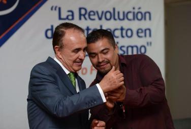 Milton Andree Martínez, comunicador que se ha convertido en el enemigo número uno del gobierno de Rubén Moreira.