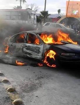 auto incendiado en Monclova.