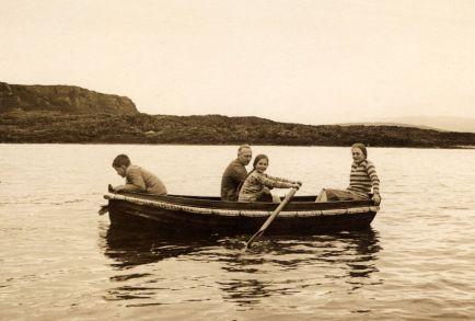 Chojecki Caroline in a rowing boat (002)