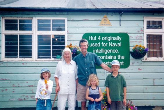 Chojecki Caroline with son Jan and grandchildren (002)