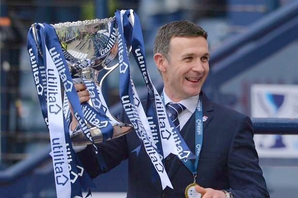 McIntyre Jim with the Scottish League Cup.jpg 2