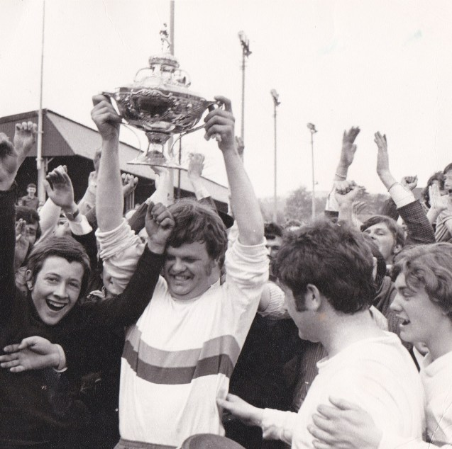 FPs 3 Billy Muir lifts the Scottish Amateur Cup at Boghead Park