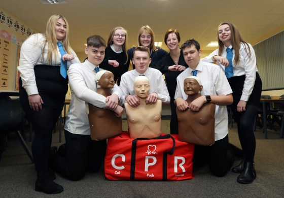 Clydebank HS CPR PIC SHOWS Cllrs Karen Conaghan and Caroline McAllister with the Pupils