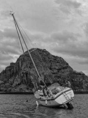 yacht aground 4