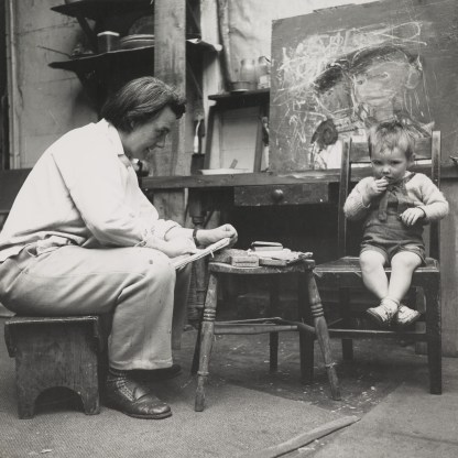 Eardley sketching in the studio by Audrew Walker
