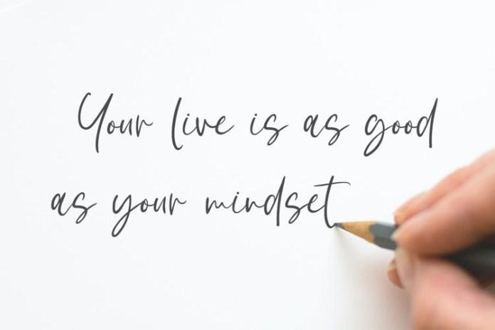 White Sunlight Handwritten Font