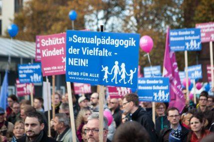 Demonstrationszug durch Wiesbaden