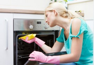 Cum curatam cuptorul de la aragaz?