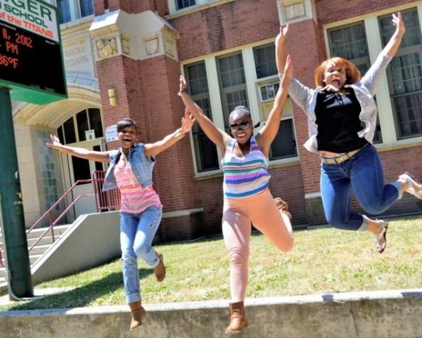 d2f_girls_jumping