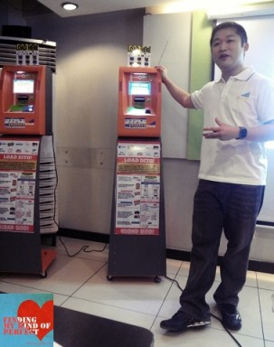 CIO Druce Tan discussing features and specs of ULOAD Machine to bloggers.