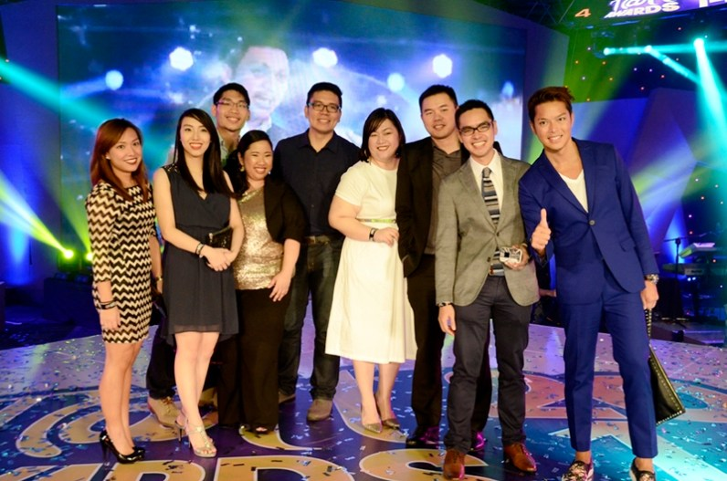 Cara Ison, Sandy Mu, Jayvee Chun, Wowie Fernando, John Funtanilla, Grace Calara, Joseph Co, New Tattoo VP for Nomadic Broadband Business Rey Guinoo and VP for Globe Platinum and Roaming Dong Ronquillo
