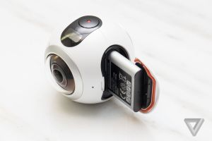 Samsung's Gear 360 camera looks like an eyeball and shoots 360-degree video | The Verge 3