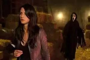 Gale Weathers-Riley (Courteney Cox) en de Ghostface Killer - Scream 4