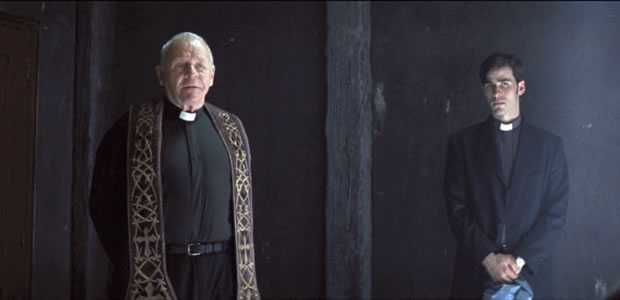 The Rite - priester Lucas (Anthony Hopkins) en Michael Kovak (O'Donoghue)