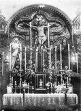 Altar en Santa Catalina con los titulares de la Exaltación