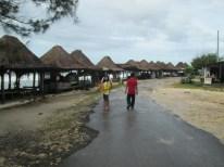 Gubuk-gubuk di tepi pantai sepanjang